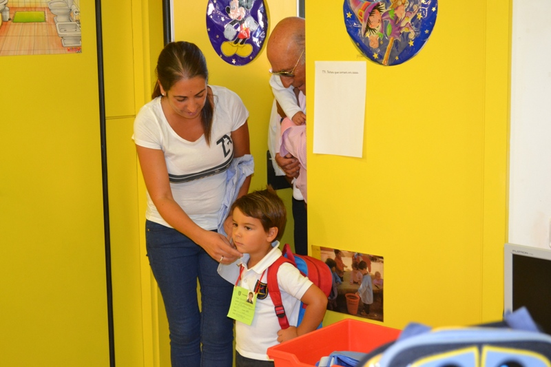 Los padres ayudaron mucho a las profesoras en el primer día
