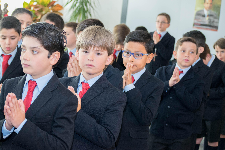 Los alumnos de Primaria celebran su Primera Comunión en el colegio Tajamar