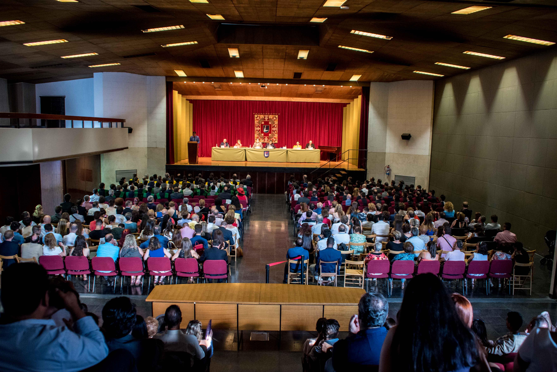 Salón de actos de Tajamar durante las graduaciones de FP