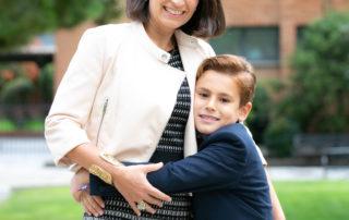 Madre e hijo en la Primera Comunión