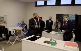 Enrique Ossorio Consejero Educación Madrid reunido con familias de Tajamar y Los Tilos