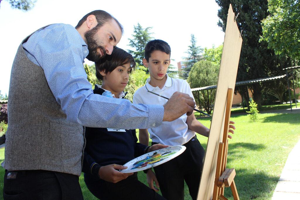 Actvidad de pintura en colegio concertado de Vallecas (Madrid)