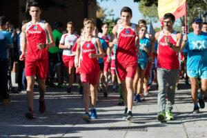 Jesús Abad y dos atletas de Tajamar con Jesús Á. García Bragado en la salida de 500 km 2016